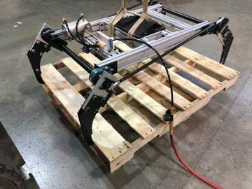 Pallet clamping tool